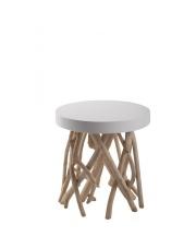 Stół CUMI 4000615 Zuiver okrągły stolik umieszczony na gałęziach drzewa mango