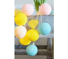 Kompozycja kolorowych kul Verano Cotton Ball Lights