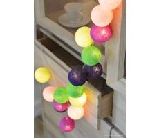 Kompozycja kolorowych kul Uva Cotton Ball Lights